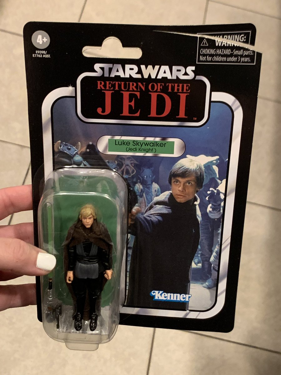 So I pulled a @woozlindemon. Brand new figure freshly delivered from Amazon in a bubbleope. I cut it open along the edge, and well, Luke has more than just a sliced off hand. https://t.co/ax7QMg0cn3