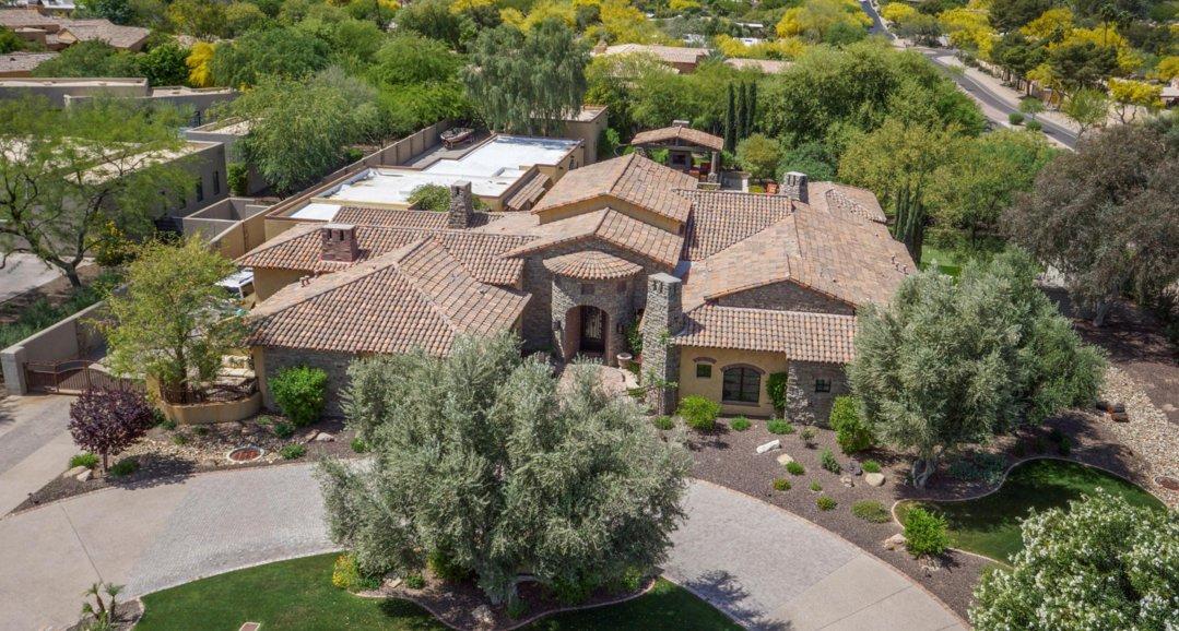 We R #CIRCULAR! #Driveway Homes in #Phoenix #Arizona Metro... that is! See list on MLS: https://t.co/6xnBiSa4Qq  #CircleDriveway #ArizonaRealtor #PhoenixRealtor #ScottsdaleRealtor #ArizonaHomesandLand #CircularDriveway #PhoenixMLS... https://t.co/4MIvh78lQN