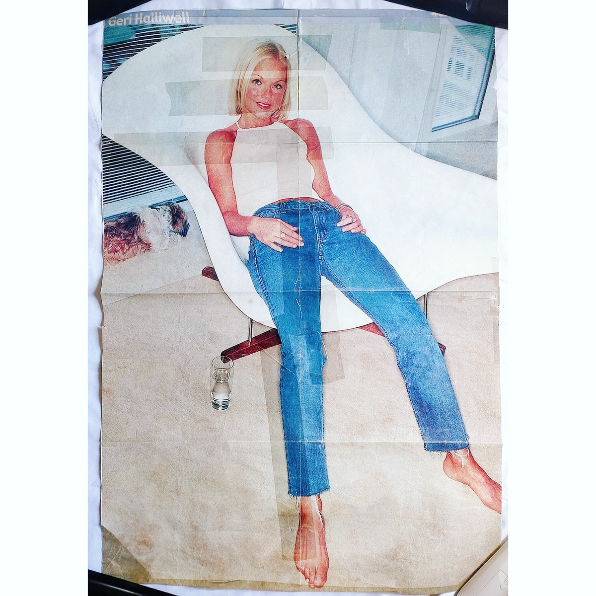 This @GeriHalliwell 72cmx50cm original POSTER from 2001 was one of the first magazine that I actually bought in News Stand back in the day that's why the condition it's not the best because I genuinely masking tape it to the wall in my bedroom in the early 2000's.😂 #spicegirls https://t.co/nTsBqrJ89g