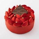 これはインスタ映え必至!真っ赤なビターチョコケーキ