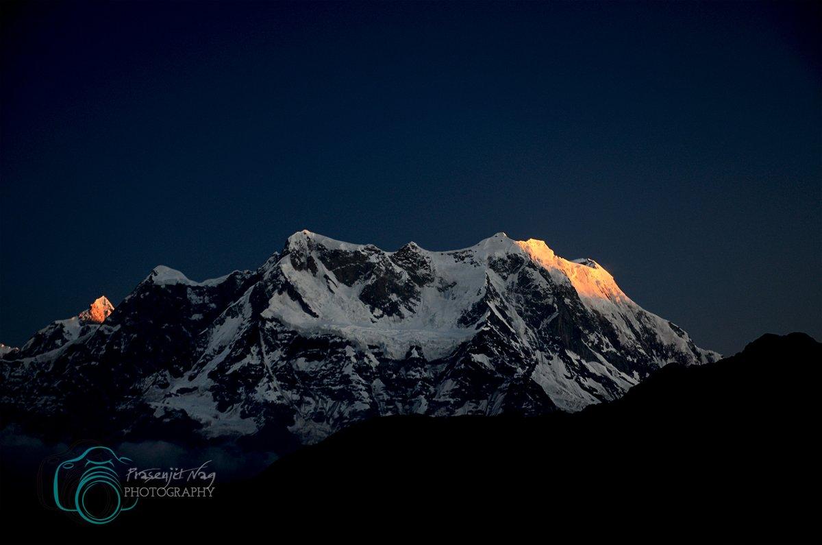 1st Light On Mt.Choukhamba Frm #Chandrashila #Tunganath  #Chopta #Rudraprayag #Garwal #Himalayas #Uttarakhand #India #chardham #Uttarakhandtourism #Uttaranchaltourism #Devbhoomi #simplyheaven #snowpeak #mountains #Meadows #trekking #hikingadventures @UTDBofficial @incredibleindia https://t.co/JJ0yUvL6ST