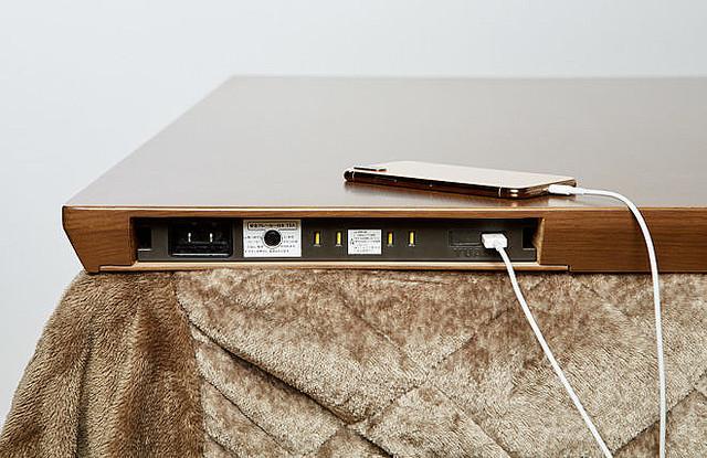【在宅ワークにも】イオン、USBコネクタやコンセント内蔵の「高脚こたつ」発売ケーブル周りをシンプルにすることが可能。サイズは1人用、2人用、4人用があるとのこと。