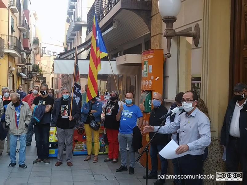 Concentració contra la sentència que inhabilita @QuimTorraiPla #Palamós @AjPalamos @AMI__cat https://t.co/IRM3zm99m9 https://t.co/gg9qlowlUC