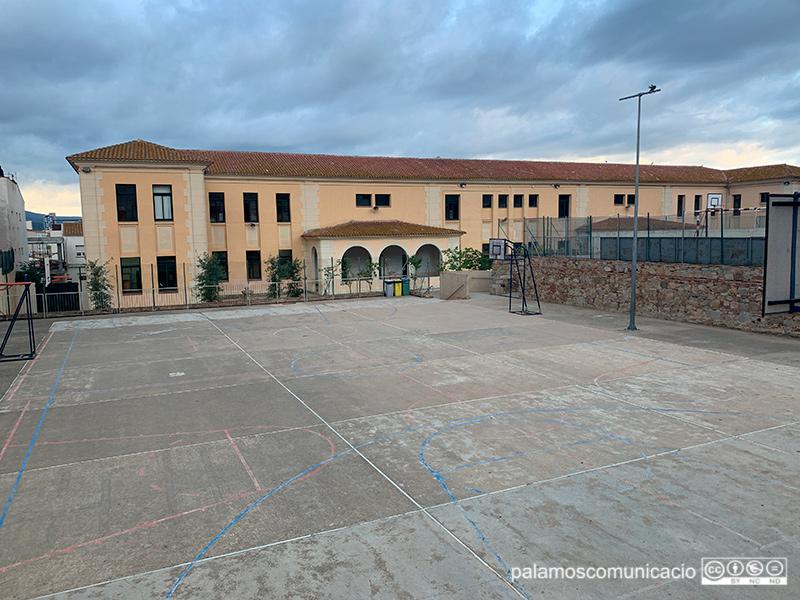 39 alumnes i docents confinats a les escoles de #Palamós #COVID19 https://t.co/lHXHGAtY6K https://t.co/GsZvFjfwWs