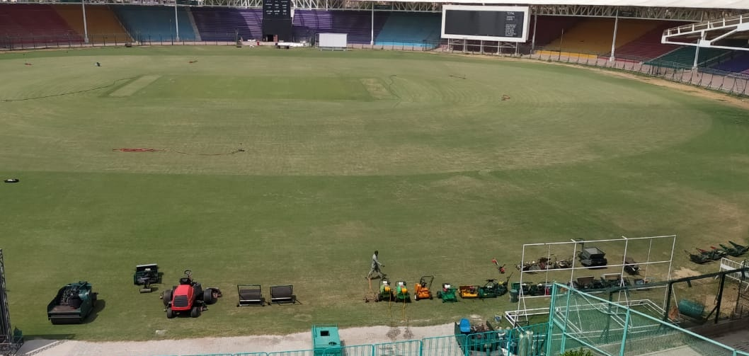 Ground staff at the National Stadium Karachi have begun their preparations for the 11 Quaid-e-Azam Trophy fixtures that will be staged at the iconic Test venue as part of the 2020-21 domestic season starting from 25 October.  #QeA20 #HarHaalMainCricket https://t.co/KFqWgXFJ4C
