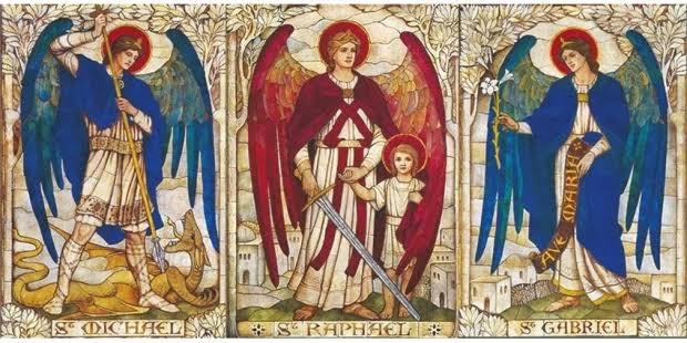 Hoje celebramos os Arcanjos Miguel, Rafael e Gabriel.  Que os Arcanjos nos ajudem a combater o mal e nos ensine a servir e adorar a Deus. https://t.co/jAqWq55u40
