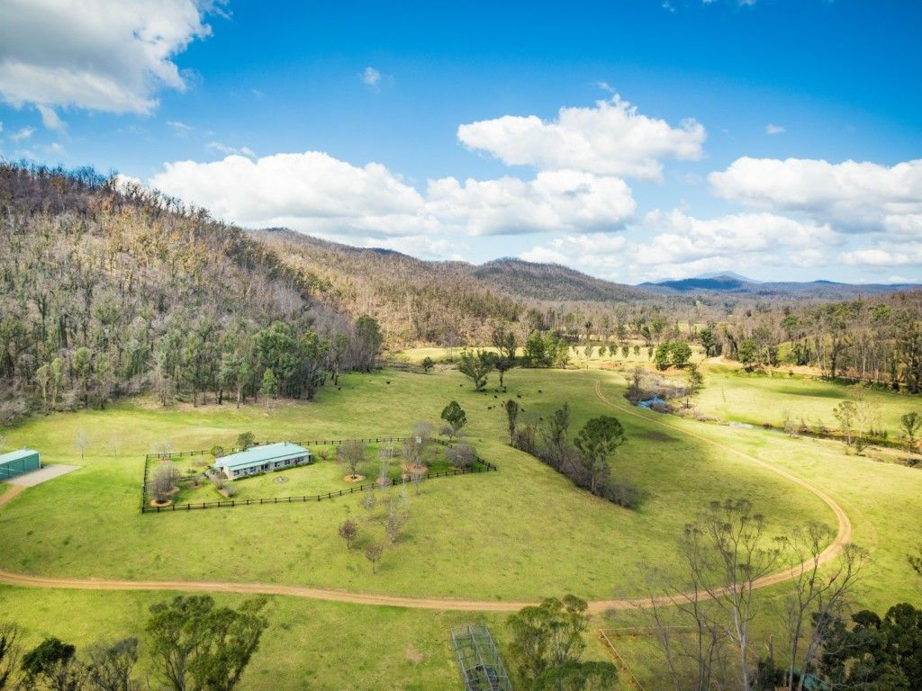 A Picturesque Property - Ideal for Both Cattle and Horses https://t.co/6Jrmx09v1A  Enjoying an approx. 2km frontage to the Pristine Gulph Creek An Idyllic Lifestyle set in a Private Location Approx. 60.50 ha - 149 acres #nsw #nerrigundah #forsale #farmproperty #realestate #farmer https://t.co/I1pDBW4Ibe