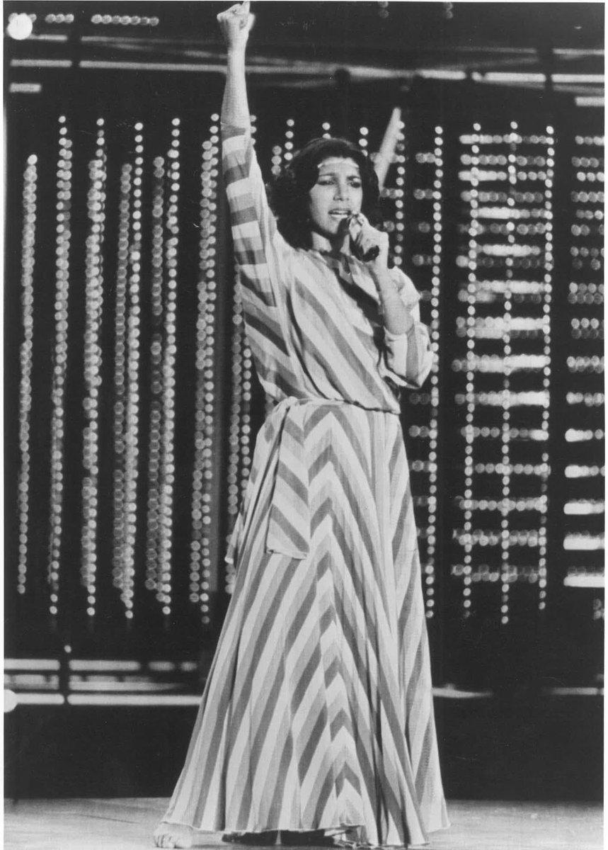Remedios Amaya es TT, espero que porque estéis reconociendo por fin su brutal directo en #Eurovision 1983, el tremendo aplauso del público en Múnich y su inmerecidísimo 0 de los jurados, uno de los resultados más injustos de la historia del festival. Una adelantada a su tiempo. https://t.co/B0K1UG96v5