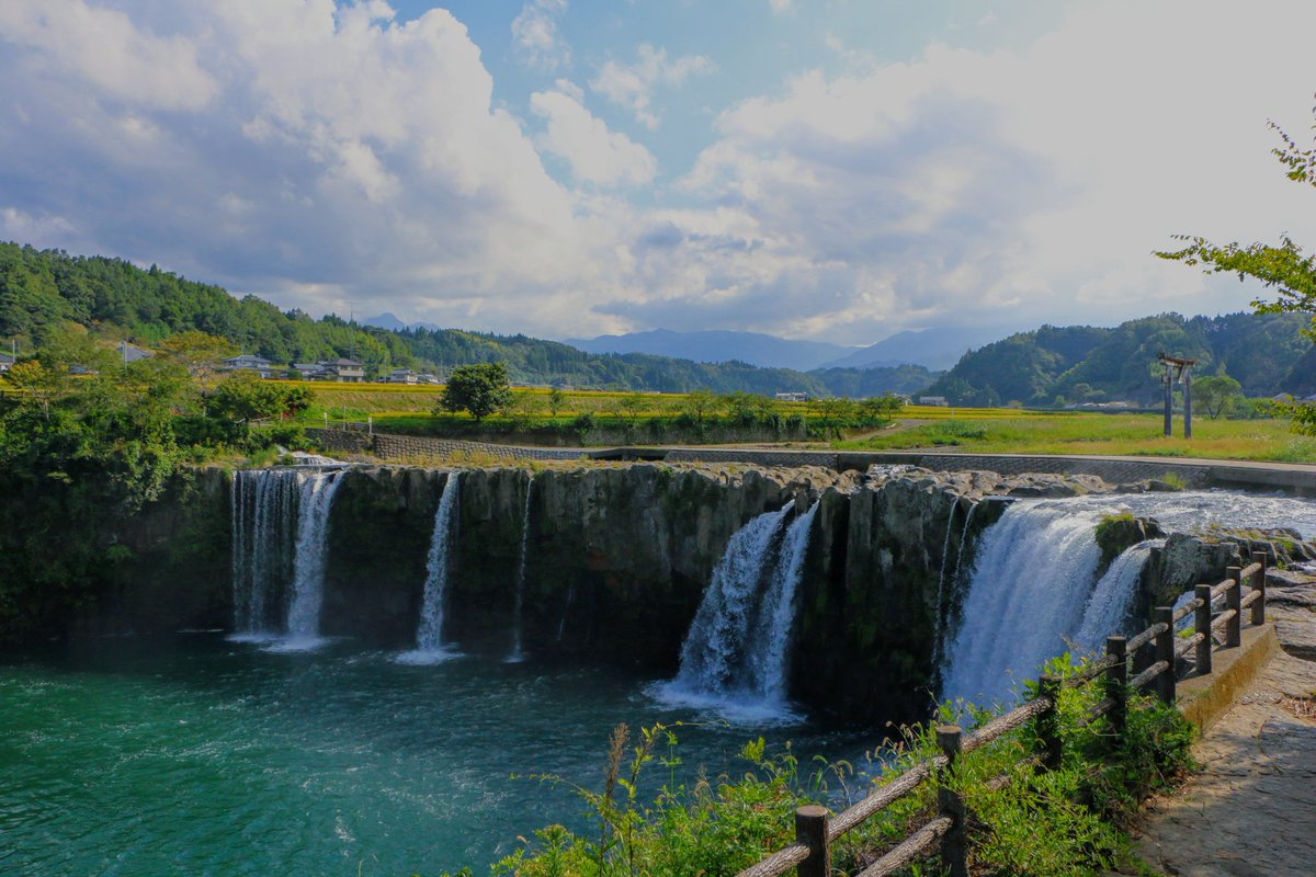 ☆ #原尻の滝 へ行ってきました こんなところに #滝 が? ってびっくりするくらい 平地にいきなり現れる滝 綺麗でしたぁ🎶✨ * #大分 #豊後大野市 #そら #空 #青空 #waterfall #oita #bungoono #sky #bluesky *** https://t.co/SWAPuvplKa