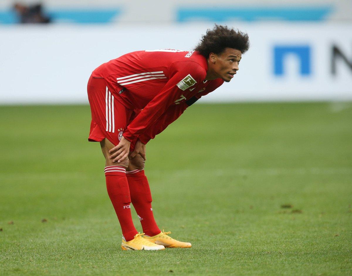 """""""@David_Alaba hat muskuläre Probleme, da müssen wir sehen, wie sich das entwickelt. @LeroySane19 fällt aus und wir hoffen er kommt nach der Länderspielpause zurück. Er hat eine Kapselverletzung im Knie."""" #packmas #FCBBVB #Flick https://t.co/M3dM9Jc2jl"""