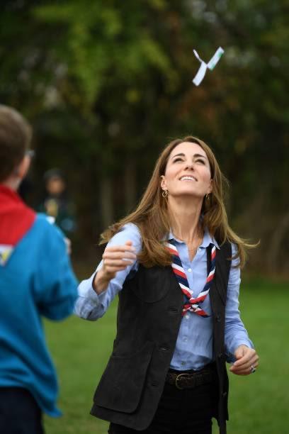 La duquesa de Cambridge se ha reunido con Cubs & Scouts en Northolt, Londres 29 septiembre 2020 | Page 3 | Cotilleando - El mejor foro de cotilleos sobre la realeza y los famosos. Felipe y Letizia.