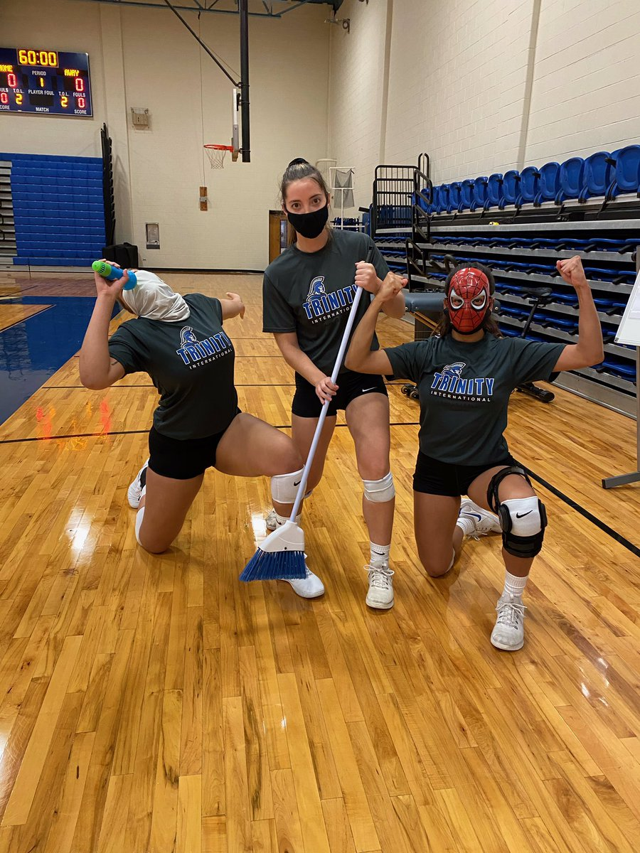 Players of the Week!   Most Vocal 🎤 (communicates constantly): Zoe  SuperHero 🦸‍♀️ (does it all, ball control is 🔥): Bri  Selfless 🧹 (puts her teammates first, focuses on the details): Madeline   Proud of these three and how much they pour into the program 👏🏼😊 https://t.co/Ffeemqqxag
