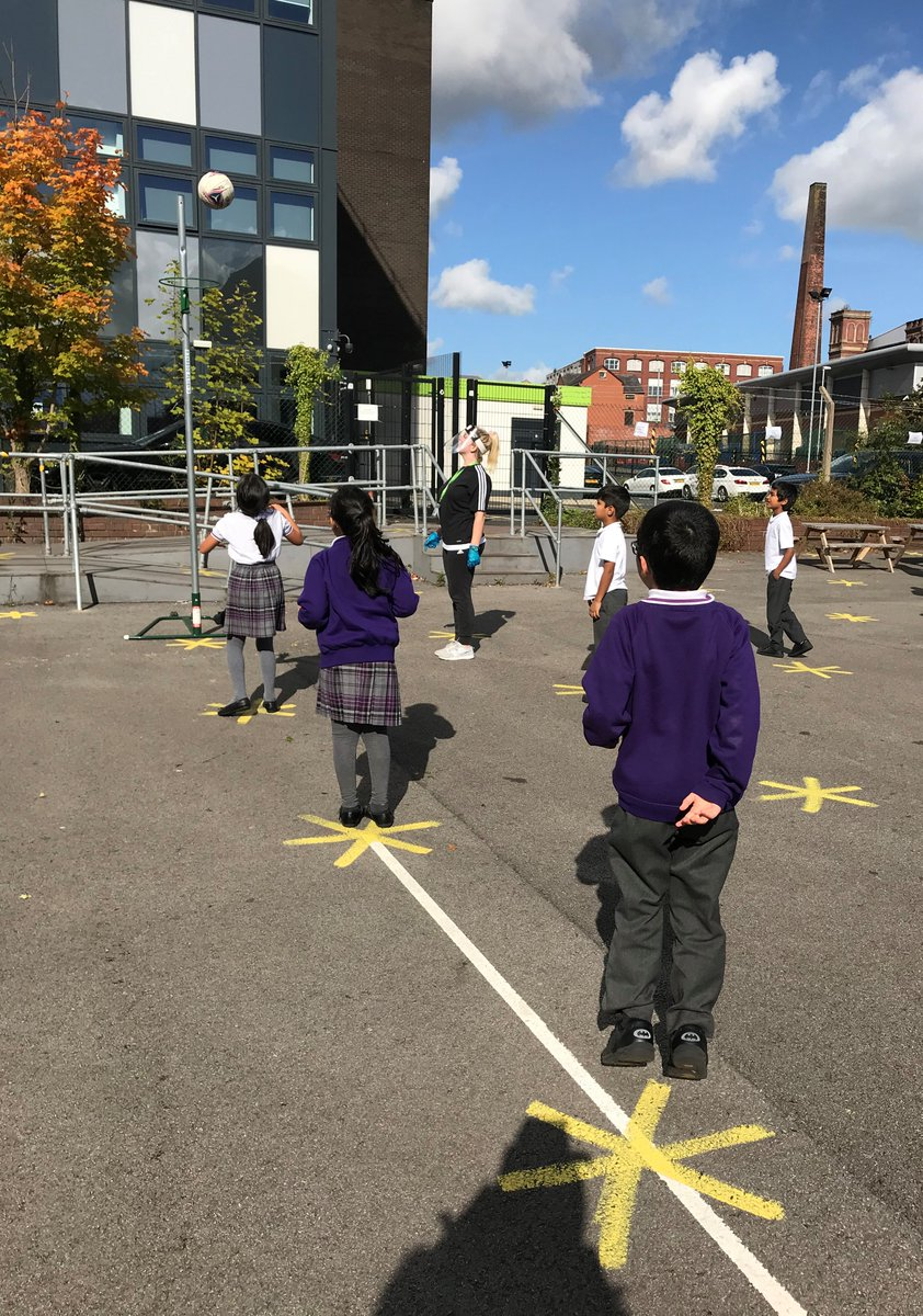 Lunchtime P.E. enrichment activities in full swing with our P.E. coach! #PE #NetballSkills #Teamwork #SocialDistancing #Bubbles #Ambition #Fitness #Wellbeing #MentalHealth #Fun #Memories #WeAreSTAR https://t.co/XhNnoTnKrC