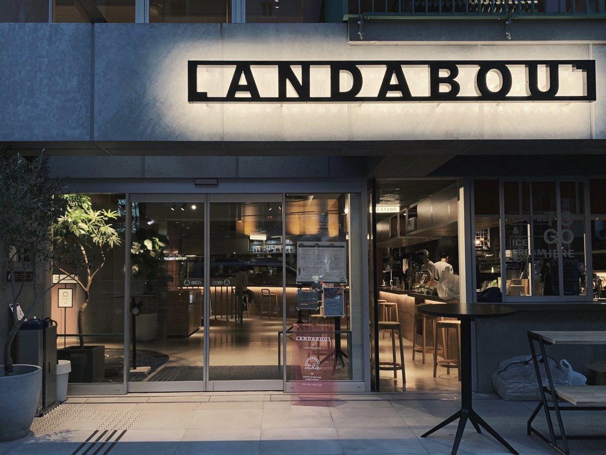 鶯谷のホテル「LANDABOUT TOKYO」に宿泊してきました。内装、アメニティなど、デザインの何もかもが可愛い…!朝食はお部屋のベッドの上で。海外の映画の中にいるような時間だったな…🕊