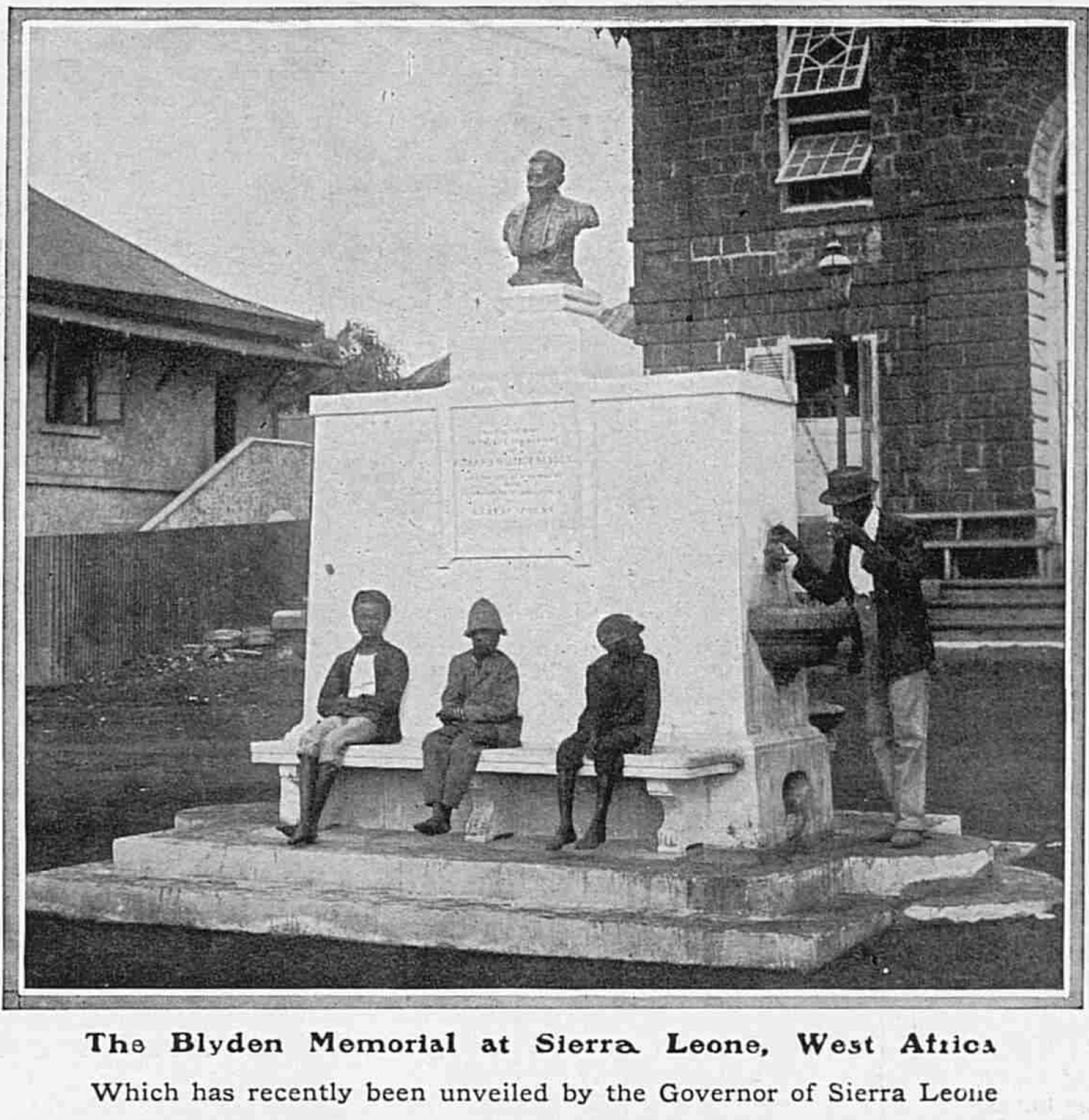 "#SierraLeone 1913. I think this must be one of the earliest photos of the #BlydenMemorial in #Freetown #SierraLeone ""The Blyden Memorial at Sierra. Leone, which has recently been unveiled by the Governor of Sierra Leone ...1910."" https://t.co/cxkOkDoWI4"