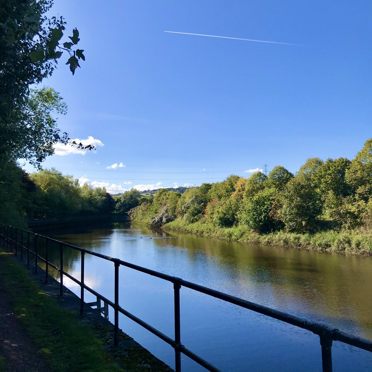 Not the most picturesque section of the #Derwent, with industrial noise and the constant thrum of the A1 and the roads around the #metrocentre, but I'm lucky to have somewhere like this to walk on a day like today. #dailywalk #autumn https://t.co/3EYG3ec2zn