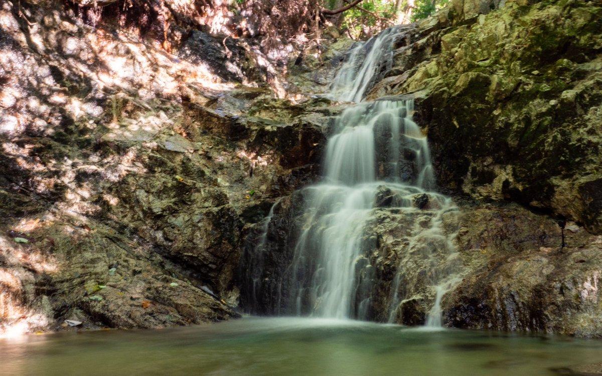 早くも週末に補充したマイナスイオンが無くなってるw #滝 #waterfall https://t.co/AScW7eUYyE