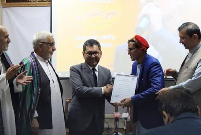 Mir Maftoon, a folk singer famous in Afghanistan, has been honored with the title of Master (Ustad) of Folk Music, by the Ministry of Information and Culture. Maftoon has been a judge for an #Afghan music show and has a large repertoire of songs. https://t.co/bfNr9IXgLw