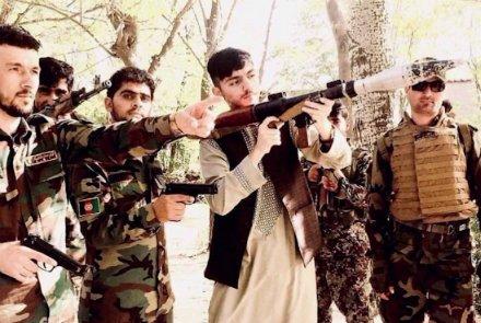"""واکنشها به حمل """"غیرقانونی"""" جنگافزار توسط پسر فرمانده پولیس کابل https://t.co/KY7D65DMis https://t.co/6BL7h10Xfs"""
