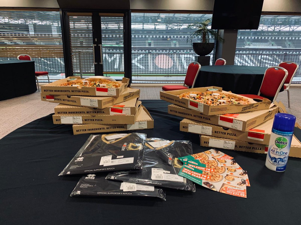 Thanks to @PapaJohnsUK who provided our Club Shop staff with some pizza today.   They've been working hard getting ready to distribute the Black Shirts to Season Ticket holders 🙌 https://t.co/KuUerL8JXk