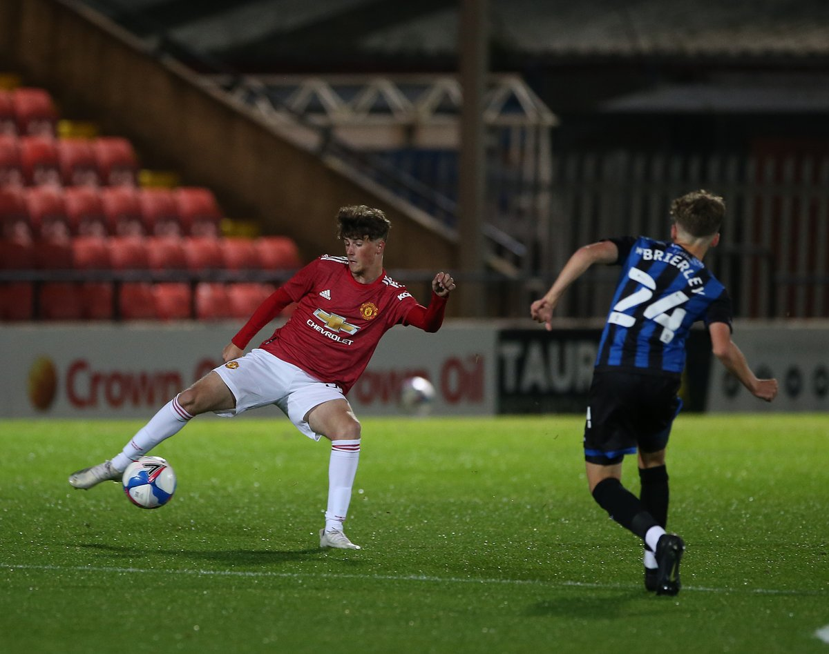 HT — #MUAcademy U21s: Rochdale 0 #MUFC 0   We're even at the break. Neil Wood's young Reds are having the best of the opportunities so far, with Joe Hugill hitting the woodwork. 🔴  #EFLTrophy https://t.co/t1IOSoCgMR