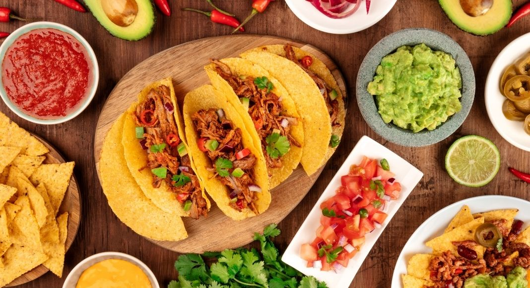 """""""Look, we can all agree this year has been kind of a mess, but at least we will always have tacos right? Skip cooking tonight mama, support a local business, and grab some tacos from one of the best tacos in the city!"""" #tacos #dinner https://t.co/PizMWbeEJZ https://t.co/mW2KvvyBgY"""