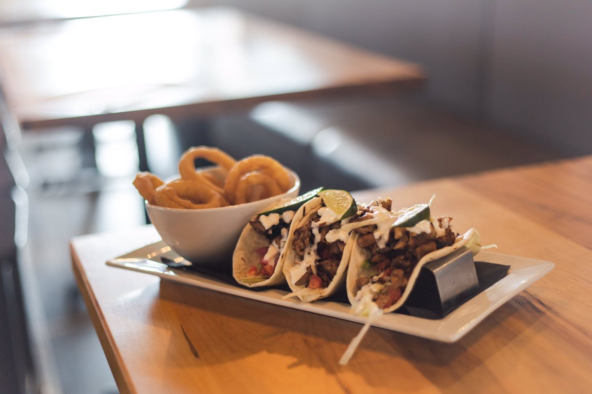 🌮 It's the perfect day for tacos! #TacoTuesday  https://t.co/6lO9BTSAS1  #Beer #CraftBeer #Pint #beers #pub #pubfiction #summer #foodie #hamont #hamilton #hamontfoodie #ancaster #patio #supportlocal #mexicanfood #tacos #taco #onionrings #dundas https://t.co/G7s2Ai0HPG