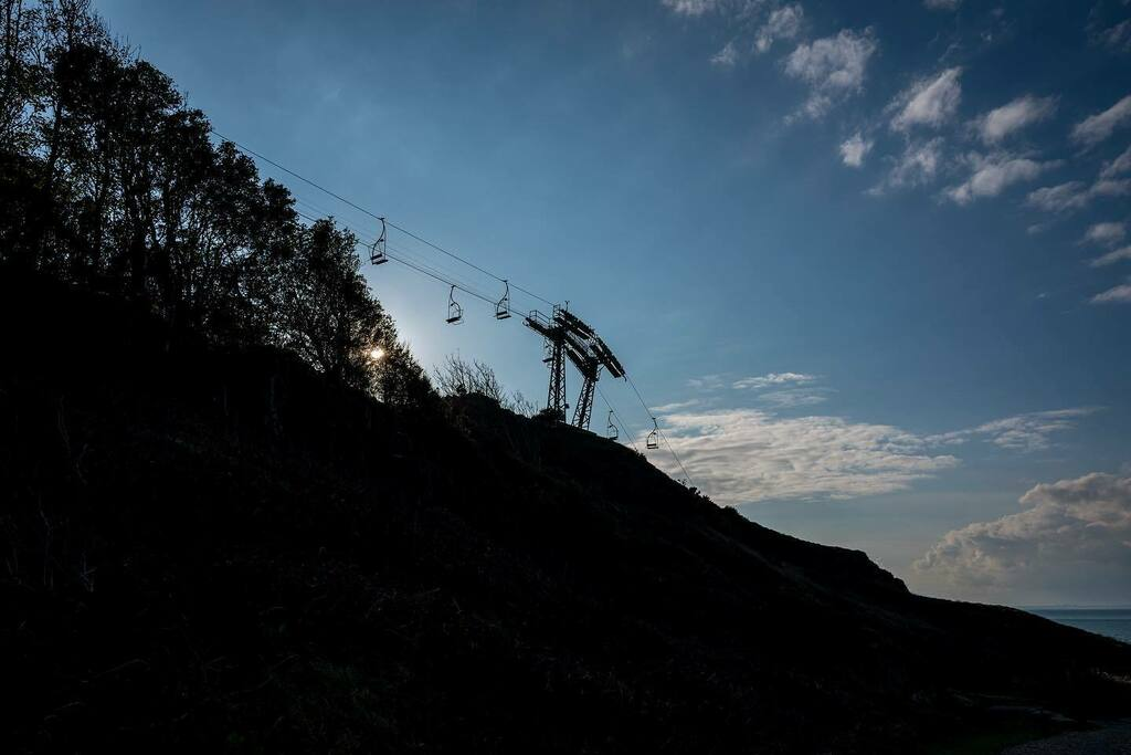 All down hill from here. #isleofwight #pureislandhappiness #alumbay  #chairlift #leica #leicaq https://t.co/yN45bsICwp https://t.co/xRgPu2j2m3