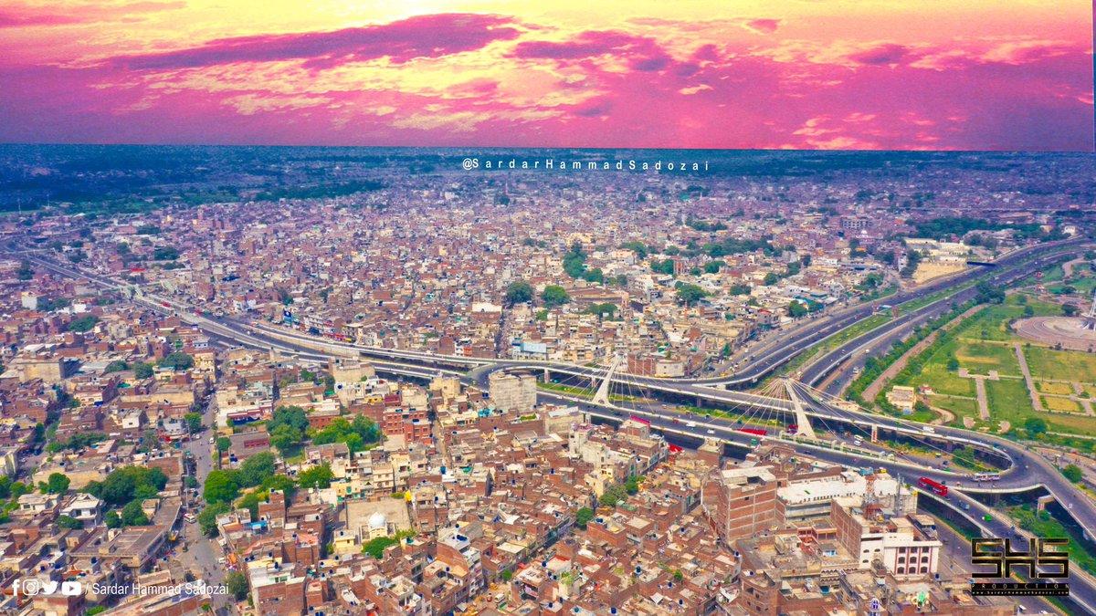 Lahore Pakistan 🇵🇰  ▪︎FOLLOW: @HammadSadozai 🔥🔥🔥 ▪︎YOUTUBE: Sardar Hammad Sadozai (Travel Vlog) link on my bio ☝️☝️☝️ #lahore #metro #shs #photography #photographylife #Vlogger #beautiful #Pakistan #Travel #Instagram #tourism #tour #dronephotography #dji @pakreddit https://t.co/Ek0bX3P5yS