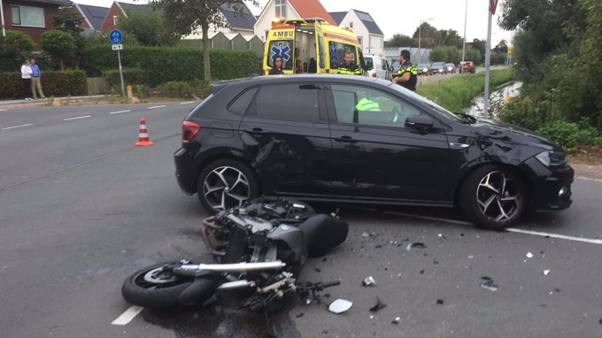 Ongeluk motor/auto aan de Noordweg in Wateringen. Motorrijder gewond inmiddels in de ambulance https://t.co/F1mvxATL9y