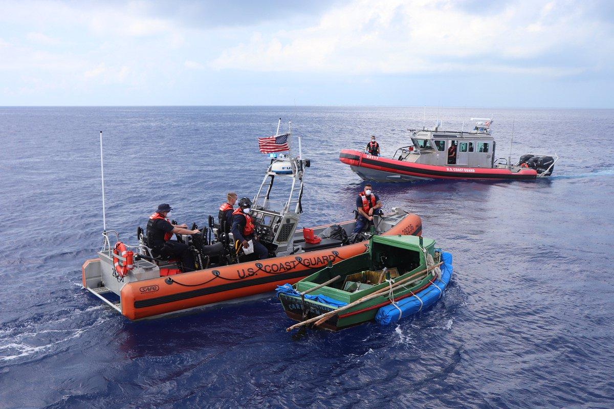 Von der US-Kistenwache aufgebrachtes Flüchtlingsboot | Bildquelle: https://twitter.com/USCGSoutheast/status/1310988801364328449 © USCGSoutheats/Twitter | Bilder sind in der Regel urheberrechtlich geschützt