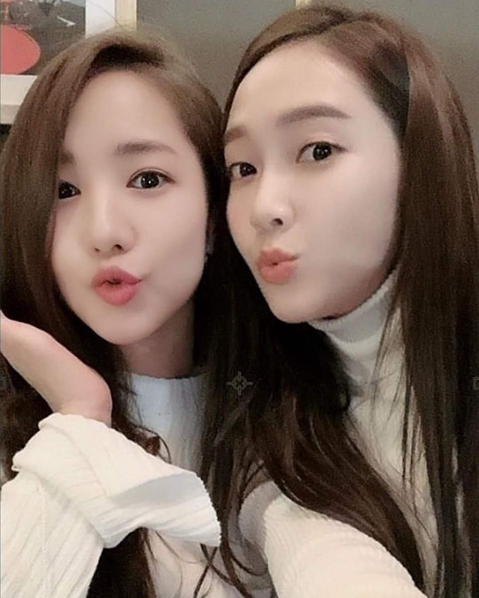Good Morning! What time is it there?   #ParkMinYoung #JessicaJung https://t.co/90XGFoovSa