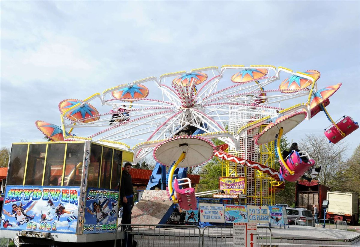 LISTEN AGAIN:🔊 A decision to allow a funfair to set up in #Faversham, despite the #coronavirus rules, has been criticised by some people living there #kmfmnews https://t.co/T1NYDxv8p8 https://t.co/z65gV8tEBV