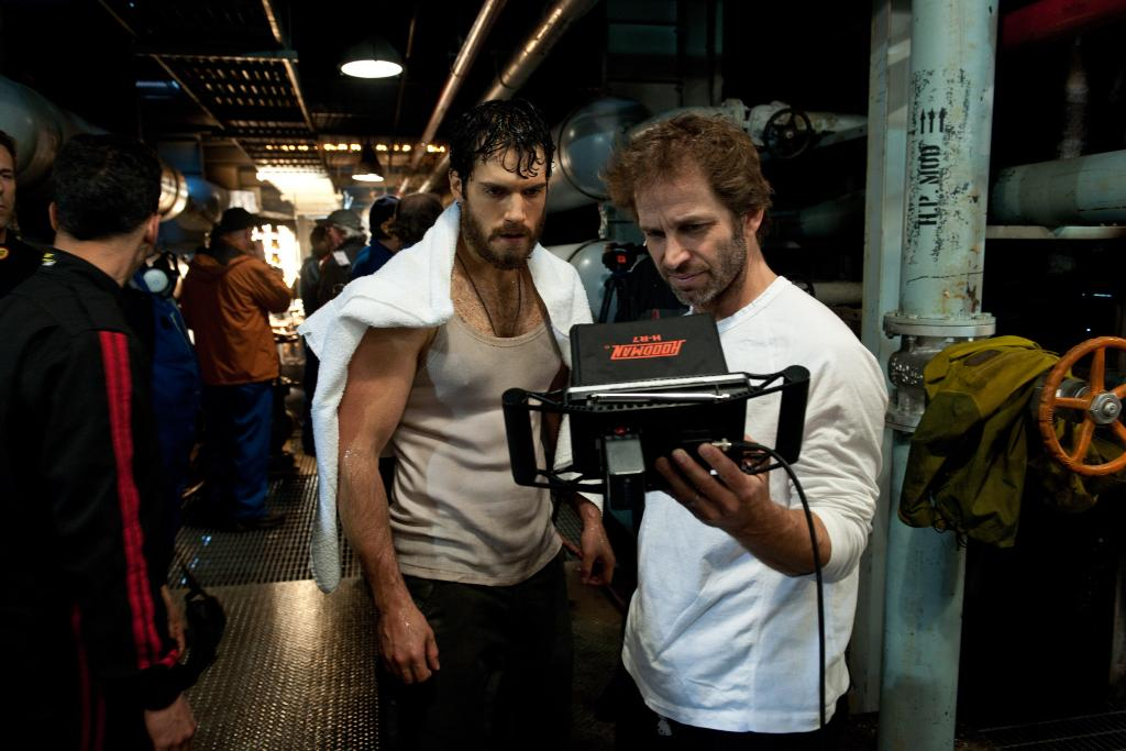 Behind the scenes with Henry Cavill and @ZackSnyder on the set of #ManOfSteel (2013) 🎬  https://t.co/K2WIkEE2XY https://t.co/IFMR28r1Xo