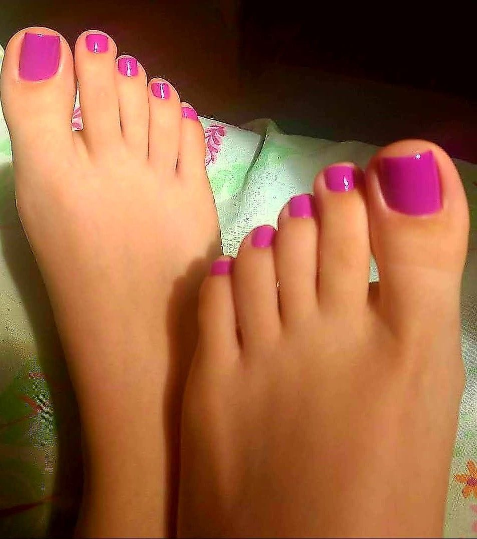 Do you have a foot fetish? I can help you 😘 either message me or follow my FREE subscription for onlyfans ❤️  #footfetish #FOOTFETİSH #footfetısh #toes #paintednails #feet #FeetHeaven #feetpics https://t.co/Kp4s5jWRPe