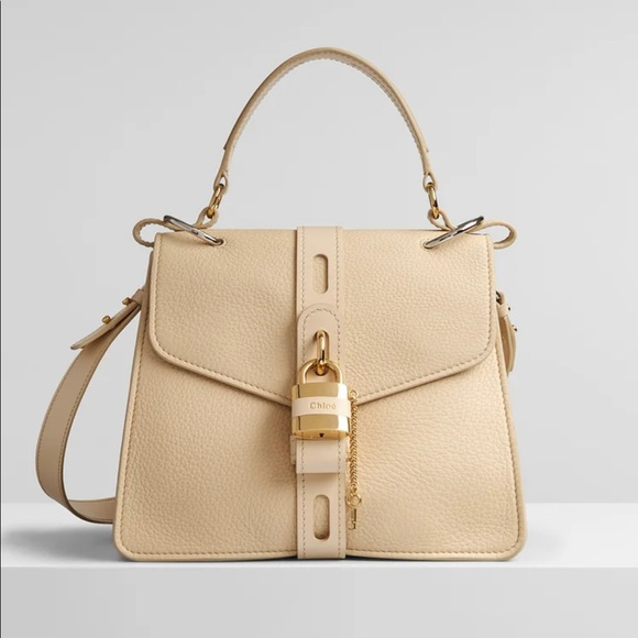 So good I had to share! Check out all the items I'm loving on @Poshmarkapp #poshmark #fashion #style #shopmycloset #chloe #katespade #valentinogaravani: https://t.co/fwn2032wqj https://t.co/TDsS7eKEIi
