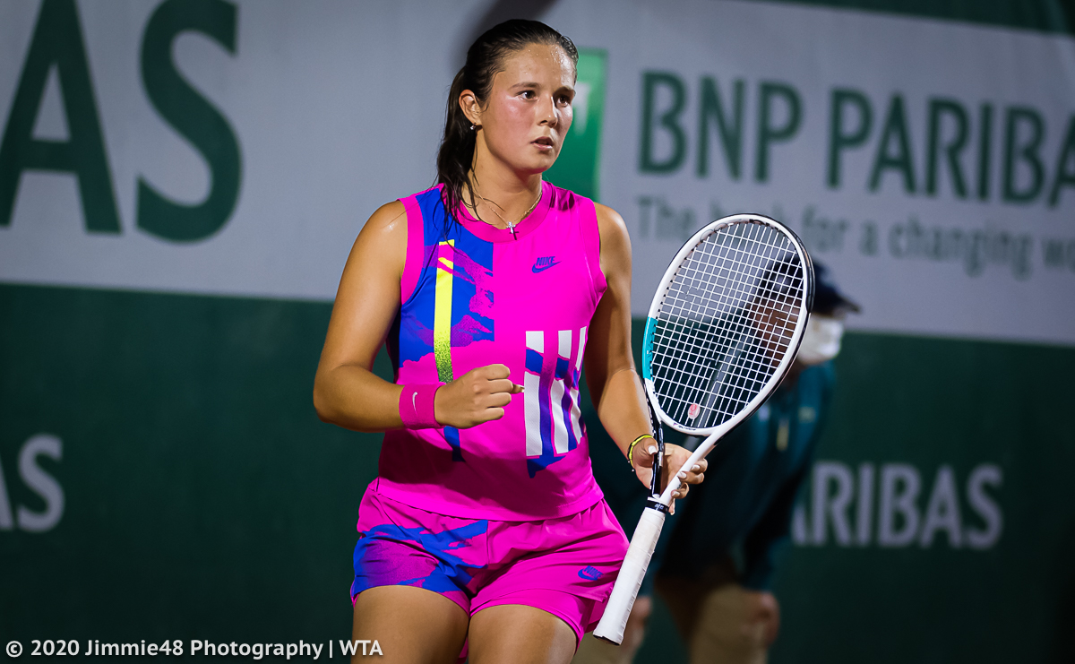 .@DKasatkina on her way into the second round in Paris https://t.co/8gBdRg0pqe