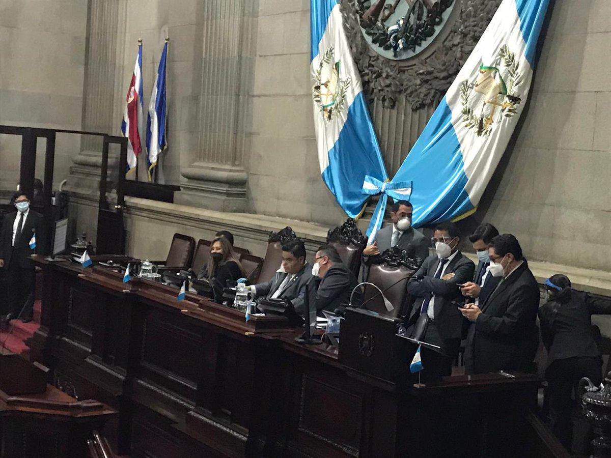 test Twitter Media - Al no aprobarse el orden del día, el presidente del Congreso Allan Rodríguez da por finalizada la sesión, se convoca para el jueves.Foto: José Castro https://t.co/m68oVFHvSM