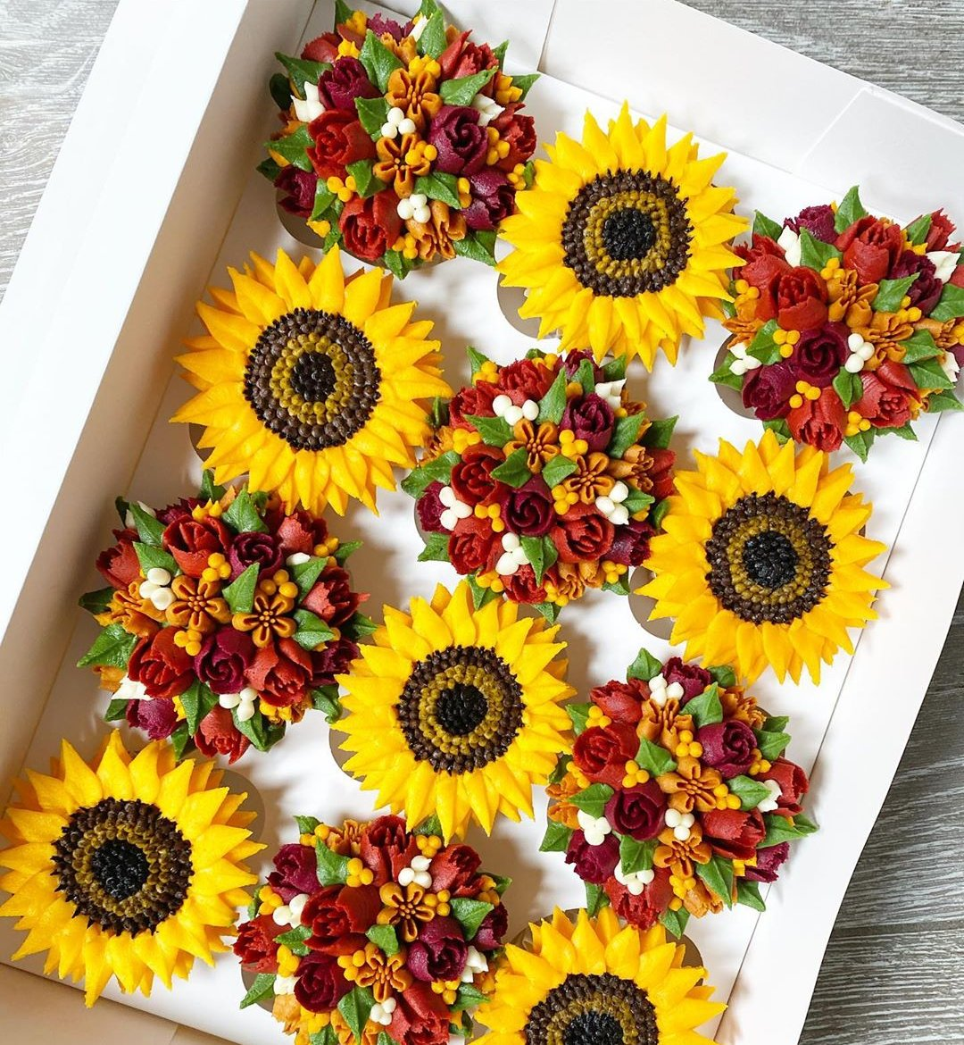 🍁SALE LIVE NOW🍁 on all main online courses. I can teach you how to make these beautiful buttercream flowers and more in my easy to follow step by step courses. Visit https://t.co/SP0DEEe2wR 🍁🍂 #onlinelearning #cakedecorating #localbusiness https://t.co/YV34Q2v2fB
