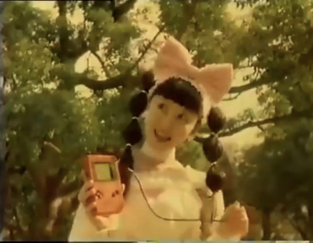 ポケモンBUMPコラボMVの元ネタ漁りしとるが、女の子の髪型=初代CM出演者の髪型はさすがにわからんわ…気づいた人すごいな