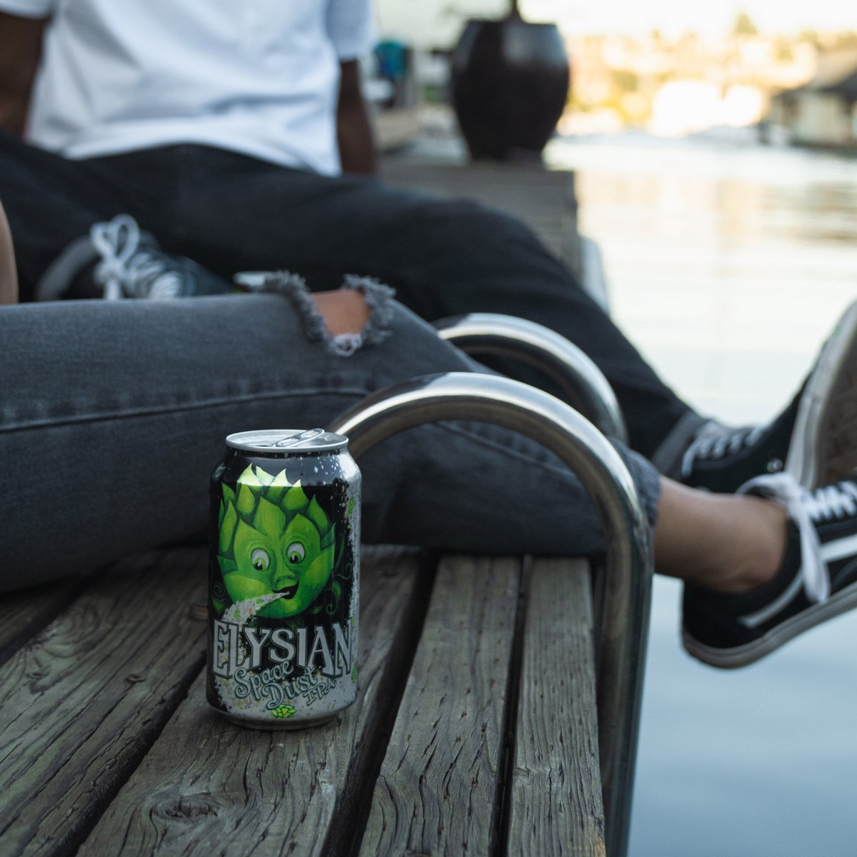 Crack open a balanced Space Dust citrus-forward IPA that's easy to drink, no matter where you're kicking back. #Elysian #SpaceDust #IPA #CraftBeer #BetterBrands #MyrtleBeach https://t.co/AUc414zKNO