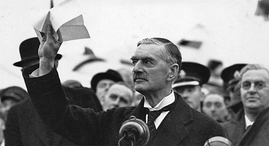 """#OTD 30 September 1938, Nazi Germany, United Kingdom, France & Italy sign the Munich Agreement allowing Germany's annexation of the Sudetenland, a region of western Czechoslovakia. Chamberlain flew home to Britain, where he addressed a jubilant crowd stating """"peace in our time. https://t.co/WtFB6racNx"""