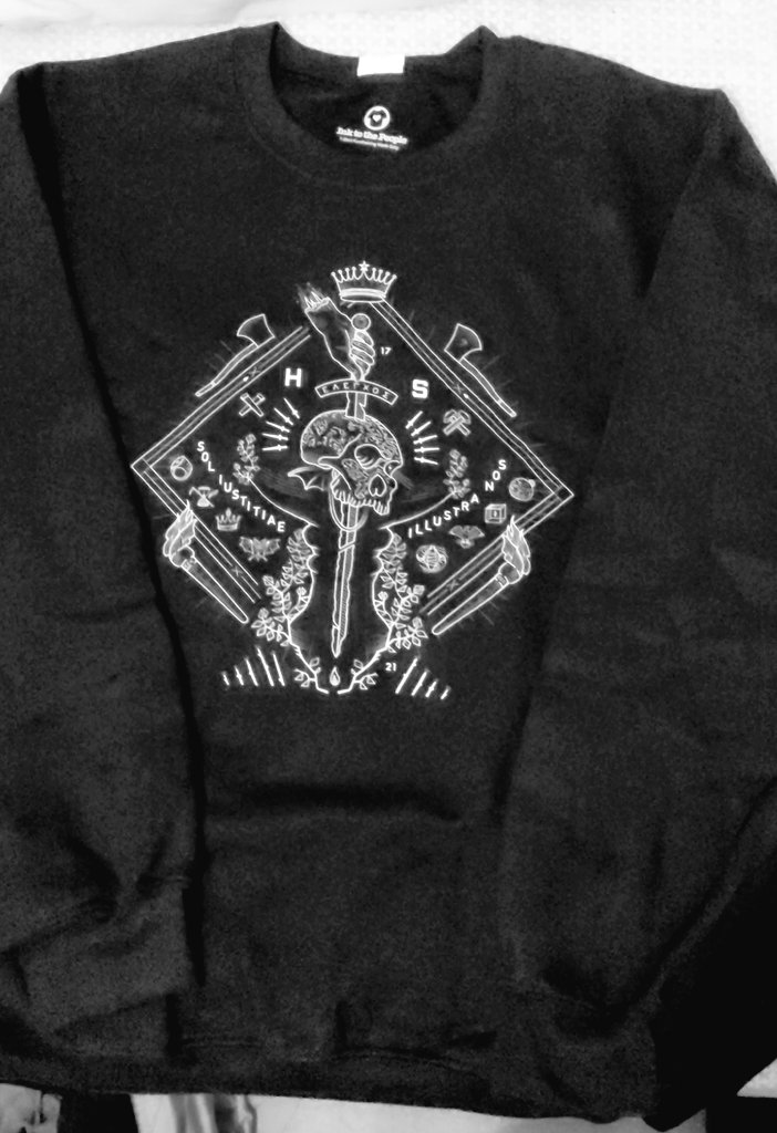 I bought the SWEATER & TSHIRT 🙌🏼🖤 This @butterbarr design is SO FIRE 🔥🔥🔥🔥  #ReleaseTheSnyderCut #UntilitWas #2021 https://t.co/TvqSzLaU55