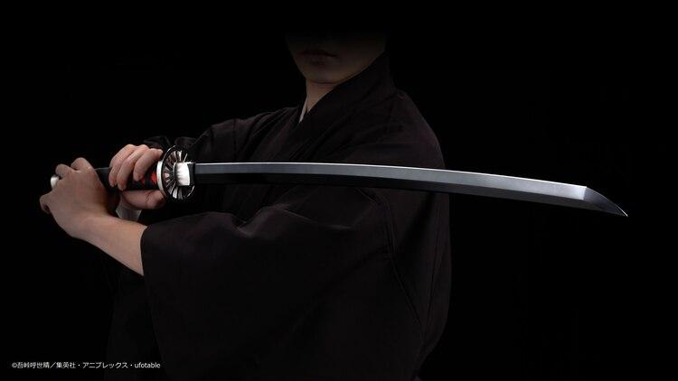 「鬼滅の刃」炭治郎の日輪刀を1/1サイズで立体化、セリフや紅蓮華の再生機能も(動画あり)