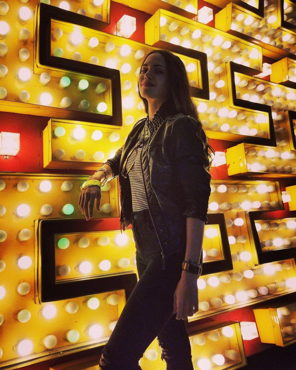 Be light 🌟🌟 . . . #lights #bulbs #belight #California #neonmuseum #light  #photography https://t.co/iEUwduSjDv
