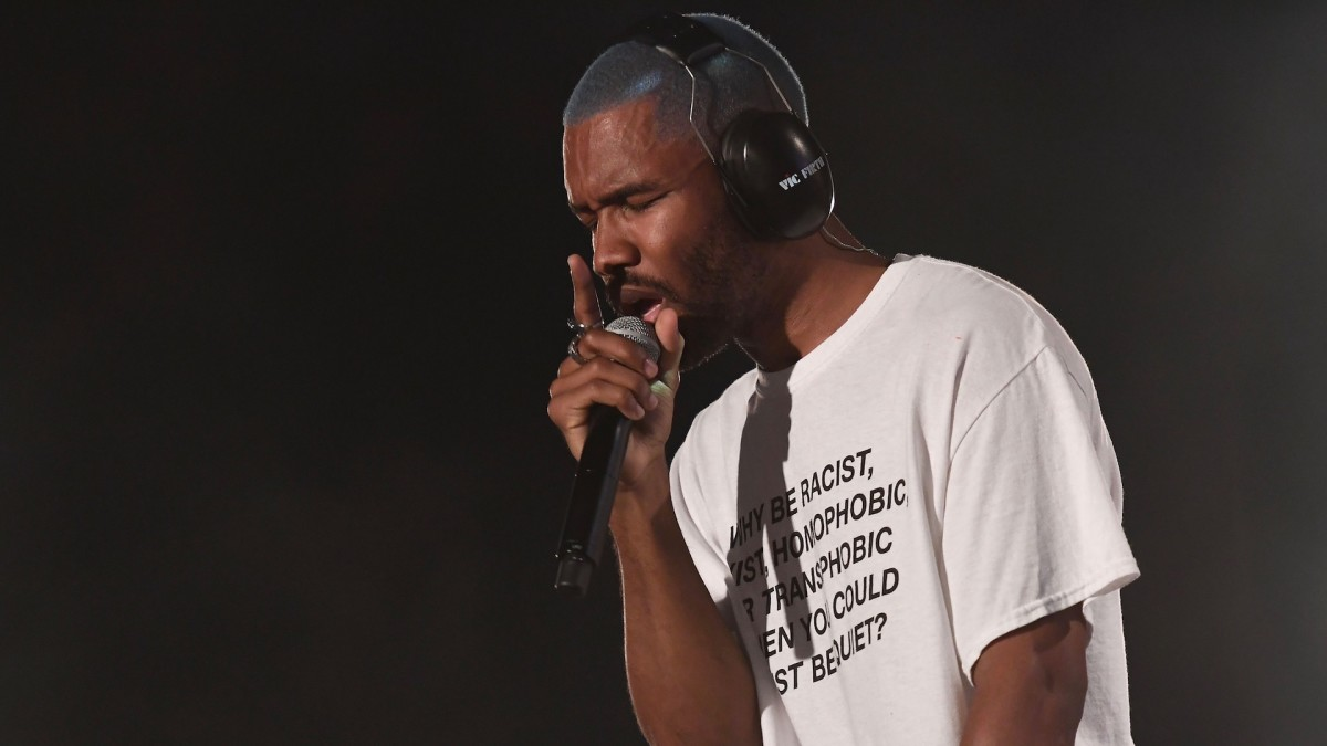 Frank Ocean asks fans to vote out Trump, links to voter registration site:  https://t.co/FdTVhY0S0x https://t.co/iMwDq2oyfz
