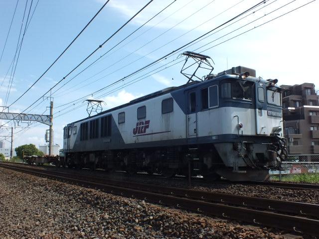 水曜日 臨8865列車の運転日です。天気も秋晴れの好天で、気持ちがいい気分です。 <臨8865列車 EF64 1042号機[愛]+コキ車106系> #鉄道 #EF64形 #JR貨物 #臨8865列車 #コキ車 #貨物列車 https://t.co/xEov8ZPnPm