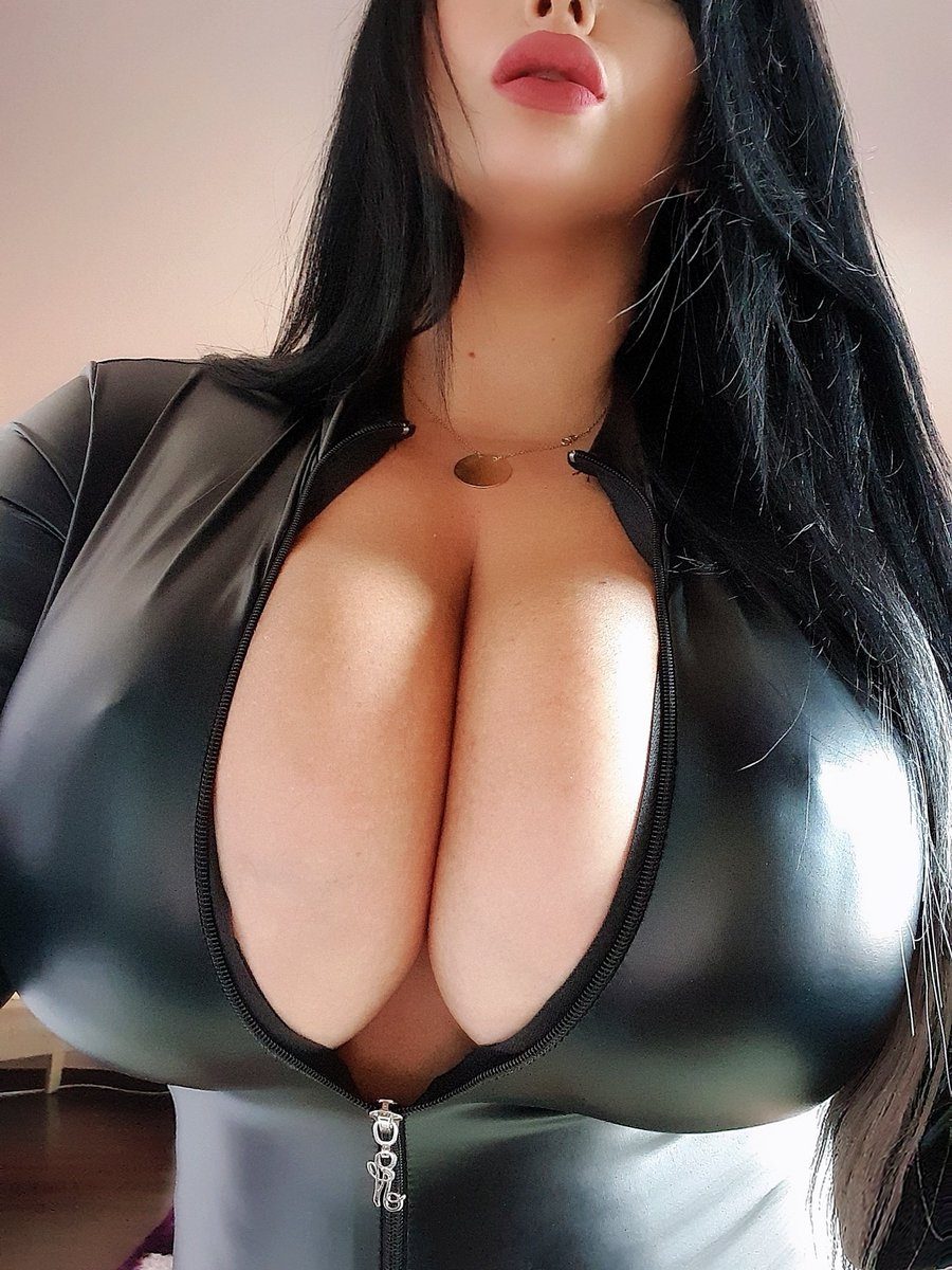 Don't u just love to see this body and #bigboobs in a tight #leather #catsuit?😉Subscribe to see more!  https://t.co/zda2Nsbo3A  @OnlyFans @OnlyFansShoutz @loveredx9 @OnlyfansBest @CamAngelsXXX @CMP_4U @GreatAssBigTits @Natuky85 @Bmore_horny @HEvaQuiala @hotmodelsOMG @AdultBrazil https://t.co/czusT2iNuo