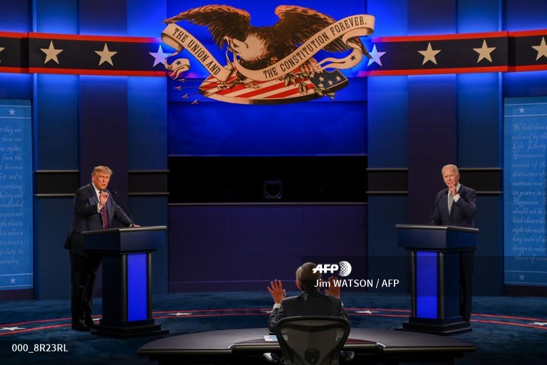 #USElection2020 - Trump-Biden, round one: taxes, protests, and lots of insults #AFP  📸 @JimWatson_AFP 📸 @saulloeb  📸 Olivier Douliery https://t.co/T9UExrzg9I