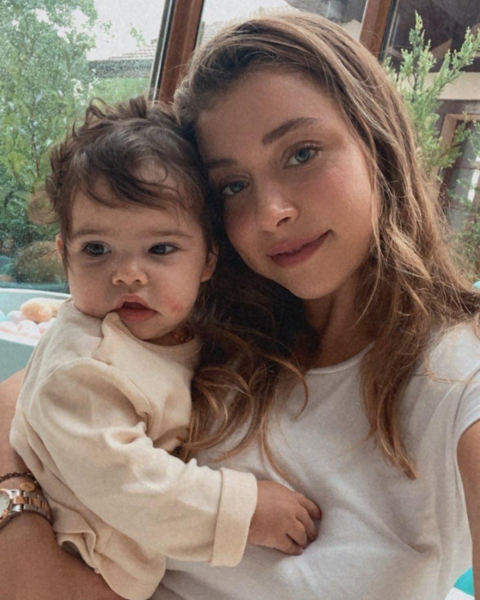 Gamze Erçel ve Mavi 💙🧿 #maşallah #gamzeerçel #handeerçel #bebek #anne #bayram #magazin #haber #güzel #eidmubarak #instagram #instalike #yeni #cute #beautiful #follow #baby #likes #fashion #sweet #magazine https://t.co/1Jr2NPwtJA